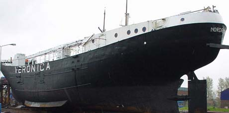 Het Veronica zendschip de Norderney op Urk (26 april 2001).